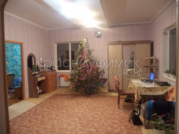 дом 80 м² в с. Рахмангулово 20 км от Красноуфимска, дорога асфальтирована, рядом р. Уфа, лес, место