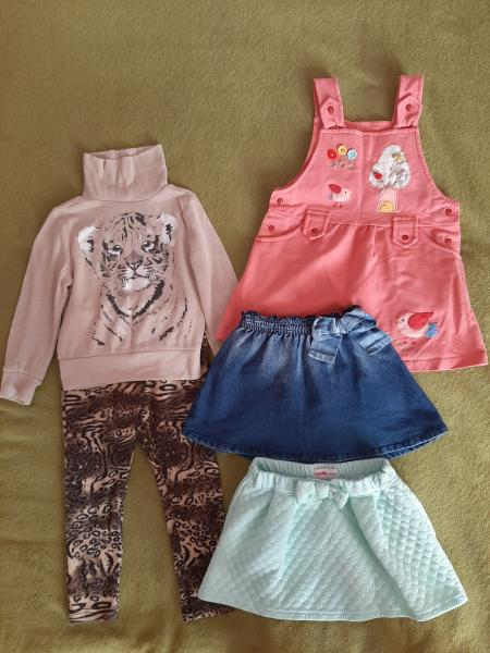 Одежду для девочки на 2-4 года. На фото не всё!