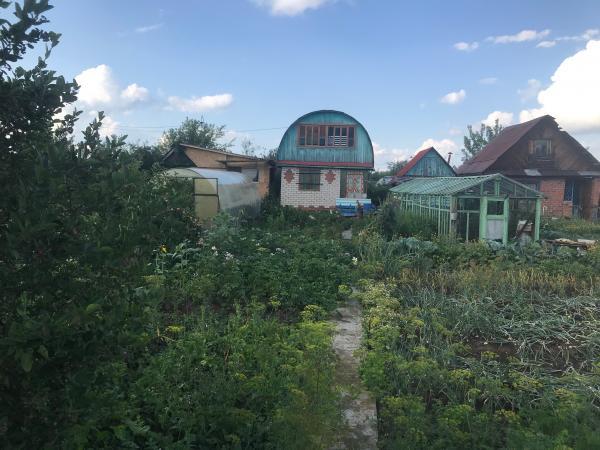 Продается садовый участок. Сад №3. Участок площадью 4 соток. На участке имеется ухоженный кирпичный