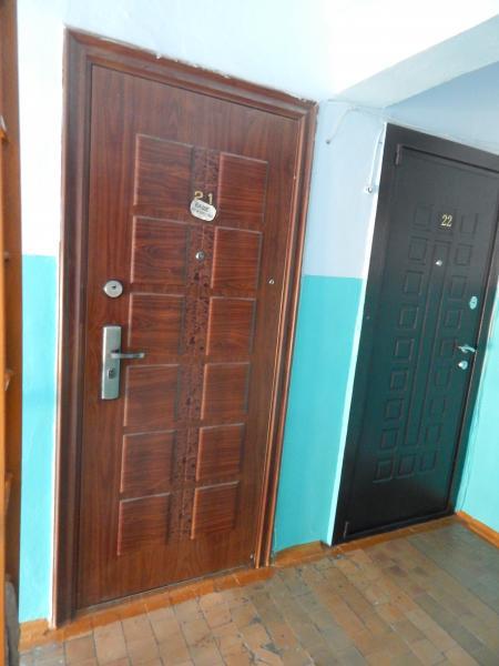 Продам 3- к. бл. квартиру, по ул. Нефтяников д 1. Площадь 57 м² , этажность 3/3. Горячая и холодная