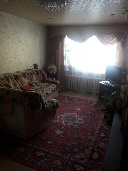 Продам 3-ю благоустроенную квартиру, в центре. Квартира в х/c, заменены трубы, сан.техника, окна вых