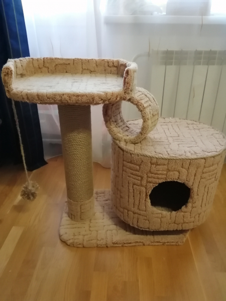 Продам домик для котофея с когтеточкой, джут 8мм, выс 80см, 2 500руб, торг возможен