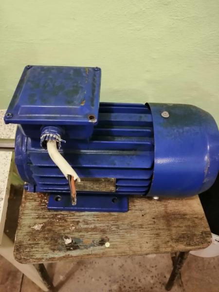 Продам два электродвигателя Энерал в о/с. Мощность 2,2 кВт, 2830 об.мин., вес 19,1 кг. Цена 6000 руб