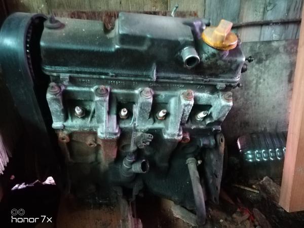 Продам движок от ВАЗ-2114 на з/ч 8ми клап. нужно менять вкладых снят рабочем состоянии