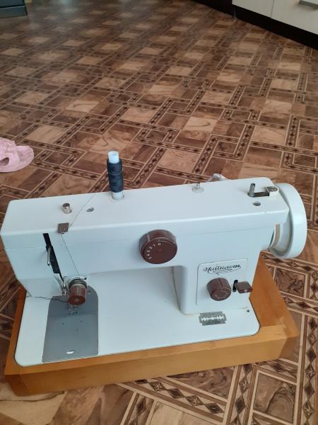 Продам электрическую швейную машину