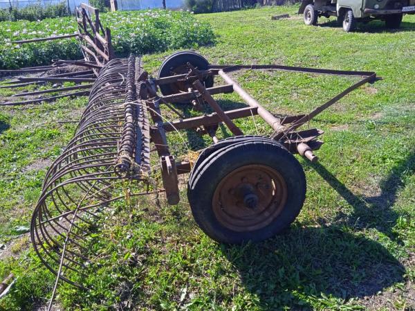 Продам грабли, волокуша, лопата прямая к Т-40, рама к телеге 2-х колёсная, 3 бароны. Обращаться по т