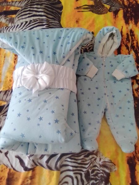Продам комплект на выписку зима (одеялко-конверт, уголок, ползунки, распашонка, чепчик) плюс комбени