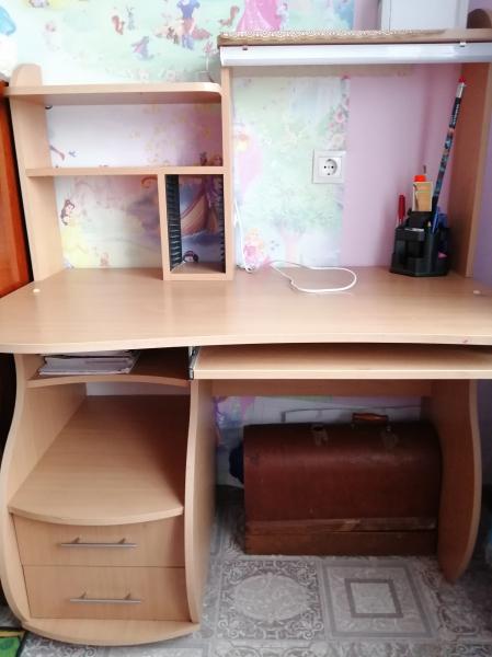 Продам компьютерный стол в связи с переездом