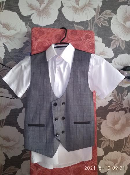 Продам костюм - тройка на мальчика 9-10 лет, в наличии пиджак, жилет, рубашка.Все в ид/с. Брюк нет.