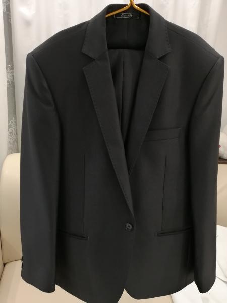 Продам костюмы одевались по одному разу. Размер 46-48