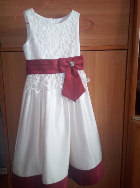 Продам красивое платье для девочки примерно на 5-7 лет. В ид/с, одето было только на выпускной в дет