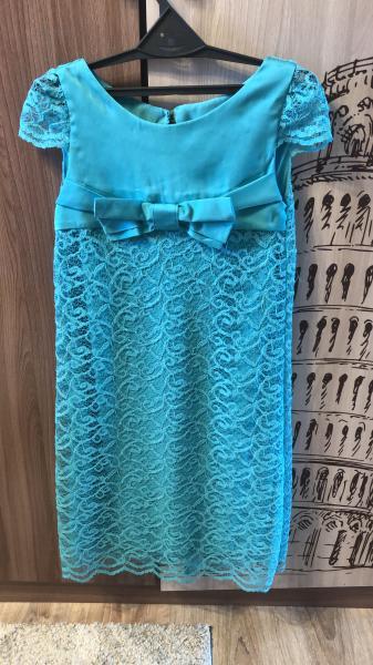 Продам нарядное платье на худенькую девочку рост 140 см