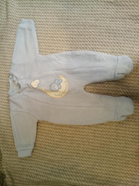 Продам недорого, всё в о/с, зебра, вязанный костюмчик - р-р 56, Микки Маус- 68 р-р, остальные комбин