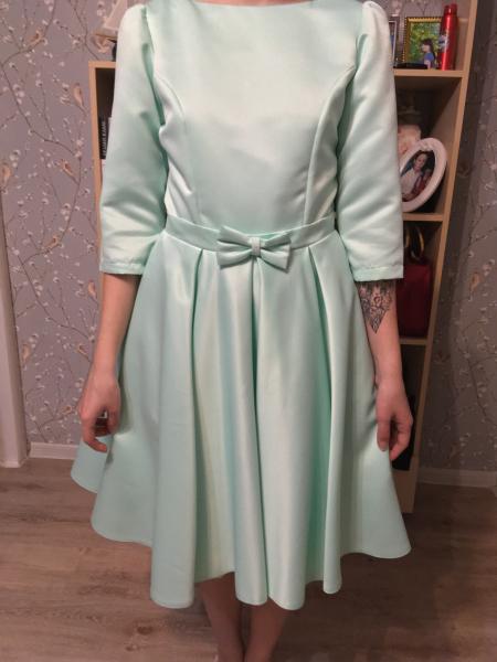 Продам новое выпускное платье (носили один раз) . Размер 42-44 на рост 162-164 по колено. Платье кра