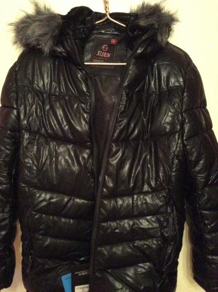 ПРОДАМ новую мужскую куртку с ценниками. Размер 48-50. С капюшоном на искусственном меху. Была купле