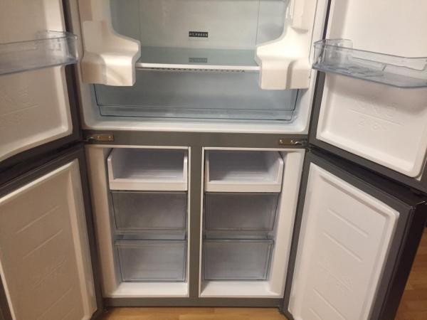 Продам новый холодильник Volle VLM-593GLG. Единственный минус сломано стекло на дверце, на фото видн