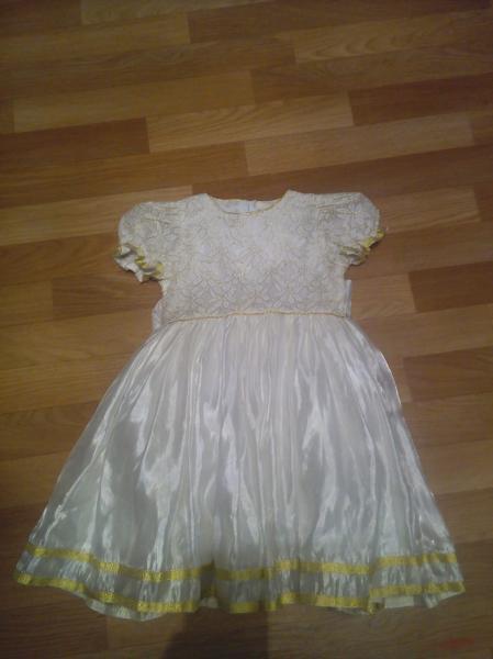 Продам платье 4-6 лет