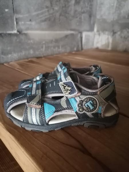 Продам сандали новые 25 р-р
