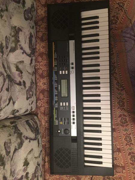 Продам синтезатор Yamaha psr E243. Почти новый, с коробкой