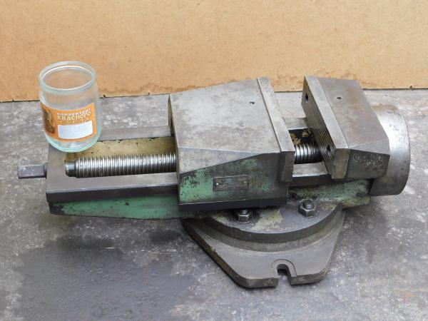 продам тиски станочные, производства СССР, в о/с. Губки -200мм, захват-270мм