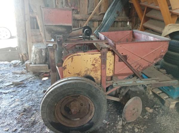 Продам трактор Т25 1992 года выпуска в х/c 320000, опрыскиватель 400л захват 18 рядов 50000, картофе