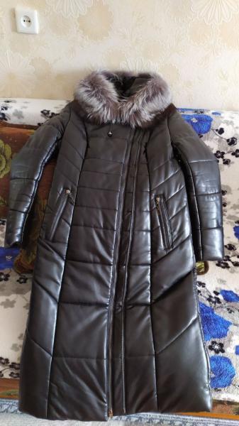 Продам зимнее пальто на синтепоне с капюшоном, на капюшоне натуральный мех. Р-р 48-50, 2молнии-одна