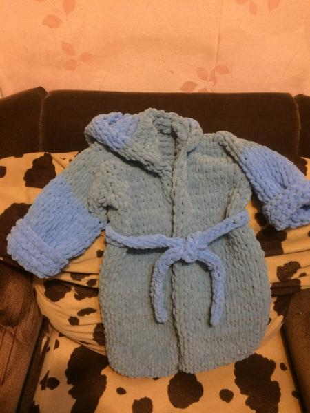 Продаётся детский халатик на возраст 1,5- 3 лет, мягкий, тёплый из Турецкой нитки (Ализе пуффи).,сам