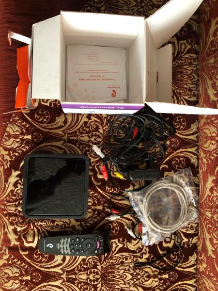 Продаю приставку для интерактивного ТВ (РОСТЕЛЕКОМ) полный набор, пользовались всего мес.