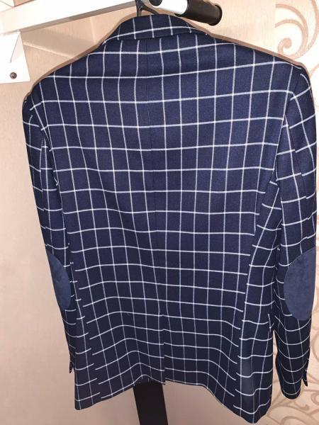 Продаются пиджаки в о/с. Надевались по праздникам. Размер 48