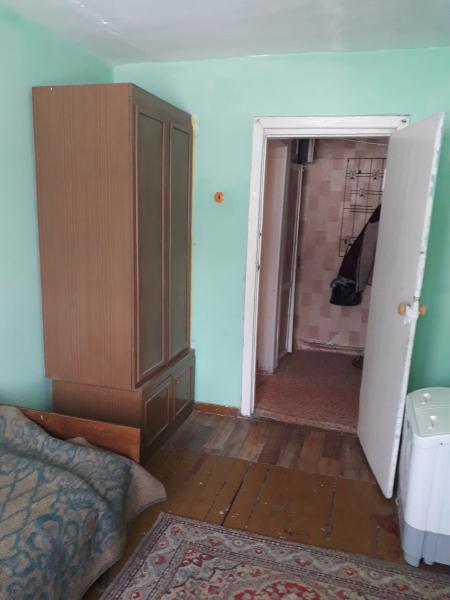 Сдам 3 ком бл кв в центре с гор водой, пласт окна и балкон, есть необходимая мебель, холодильник, ст